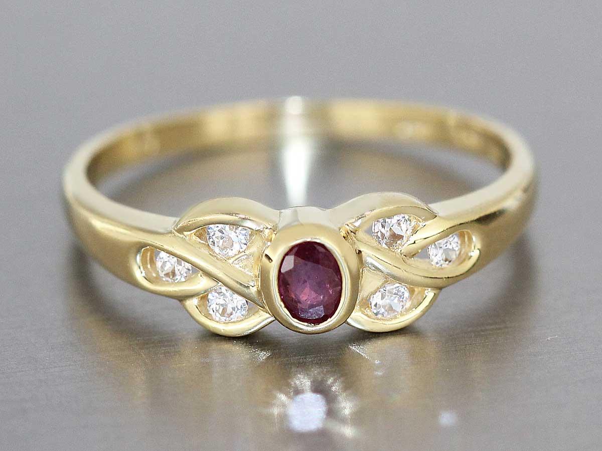 eleganter goldring 750 mit rubin und zirkonias ring gold 18 kt kaufen bei. Black Bedroom Furniture Sets. Home Design Ideas